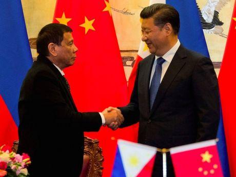 Duterte: Trung Quoc doa khai chien neu Philippines khoan dau o Bien Dong - Anh 2
