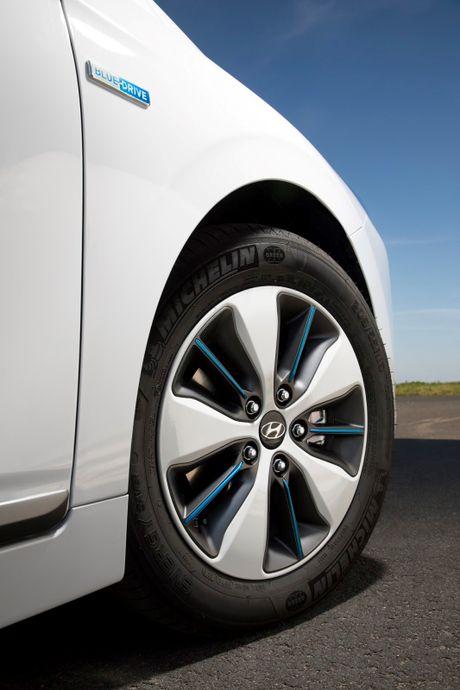 Hyundai mo ban Ioniq Hybrid sac dien tai chau Au - Anh 11