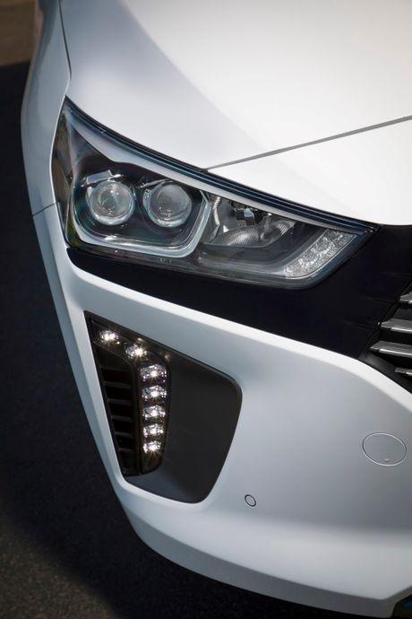 Hyundai mo ban Ioniq Hybrid sac dien tai chau Au - Anh 12