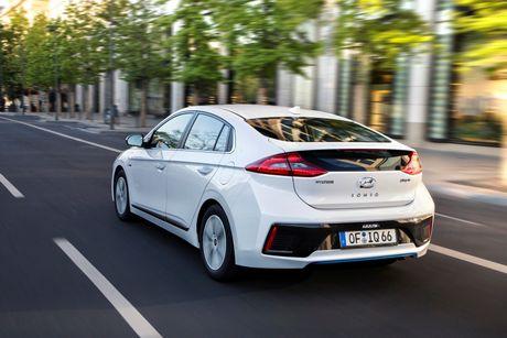 Hyundai mo ban Ioniq Hybrid sac dien tai chau Au - Anh 2