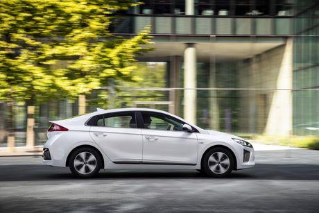 Hyundai mo ban Ioniq Hybrid sac dien tai chau Au - Anh 3