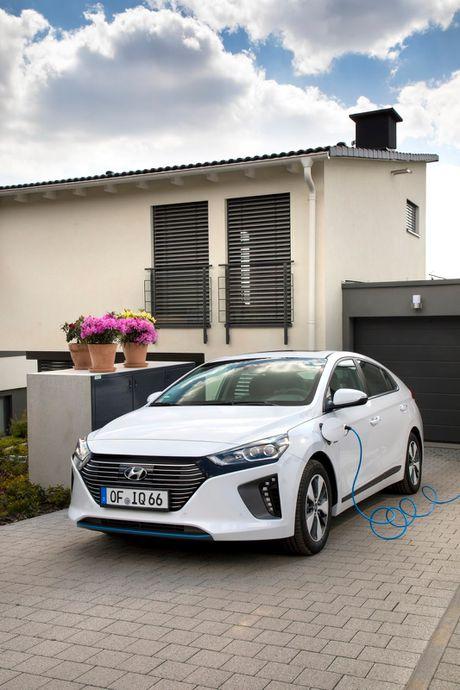 Hyundai mo ban Ioniq Hybrid sac dien tai chau Au - Anh 4