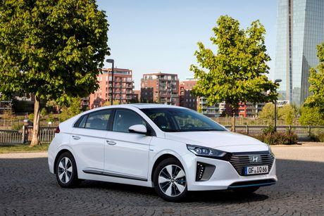 Hyundai mo ban Ioniq Hybrid sac dien tai chau Au - Anh 5
