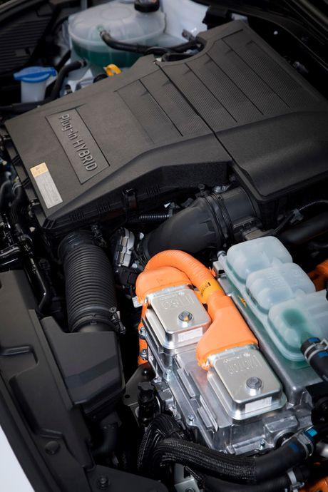 Hyundai mo ban Ioniq Hybrid sac dien tai chau Au - Anh 9