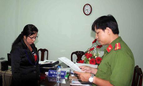 Bat nu giam doc mua ban hoa don VAT hang chuc ti - Anh 1