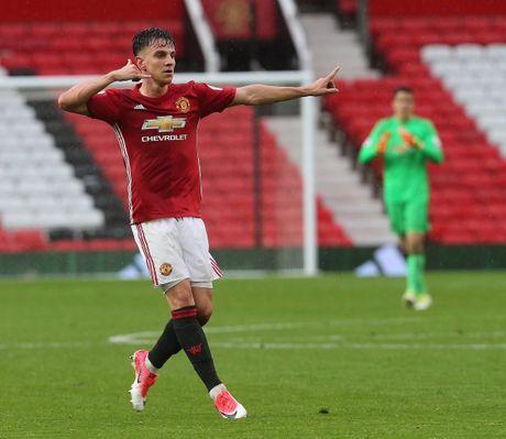 Mourinho trieu tap 10 'sao tre' cho tran ha man Premier League - Anh 3