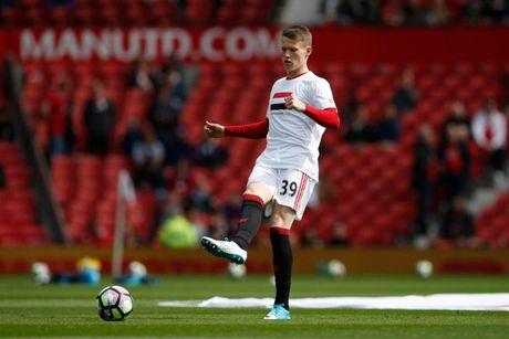 Mourinho trieu tap 10 'sao tre' cho tran ha man Premier League - Anh 6