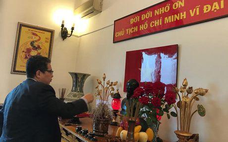 Dai su quan Viet Nam tai Trung Quoc ky niem 127 nam ngay sinh nhat Bac - Anh 1