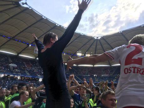 Loi nguoc dong ngoan muc, Hamburger SV la CLB hanh phuc nhat dem nay - Anh 8