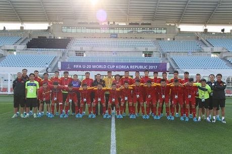 U20 Viet Nam 'nhan qua' tinh than truoc tran ra quan - Anh 2