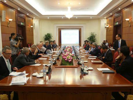 Truong ban Kinh te Trung uong Nguyen Van Binh tiep ong John Kerry - Anh 2