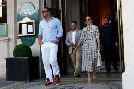 He lo hoa don 7 ty Jennifer Lopez vung tay cho 2 ngay du hy voi tinh tre - Anh 6