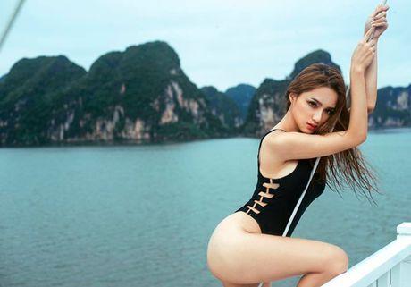Huyen My, em gai Ha Anh mac ao tam mini tren du thuyen trieu USD - Anh 6