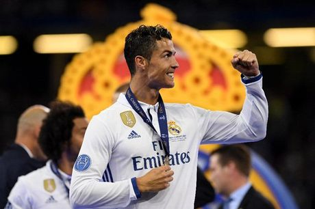 Cristiano Ronaldo va 'mieng banh' truyen thong beo bo tri gia 1 ty do la - Anh 1