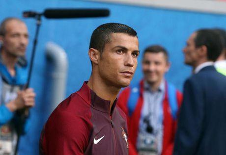 Ronaldo se khong doi luong cao hon khi den Man United - Anh 1