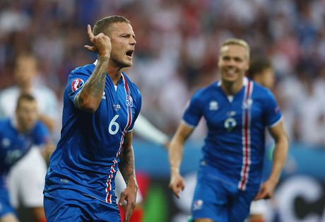 Doi hinh Iceland gay soc o EURO 2016 nay o dau? - Anh 4