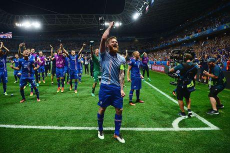 Doi hinh Iceland gay soc o EURO 2016 nay o dau? - Anh 7