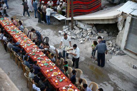Can canh bua an cua nguoi dan Syria-Iraq trong thang Ramadan - Anh 1