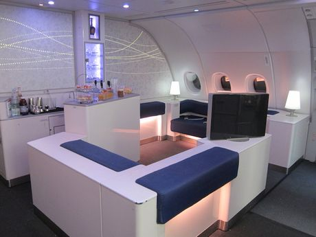 'Mo xe' may bay lon nhat the gioi Airbus vua ra mat - Anh 8