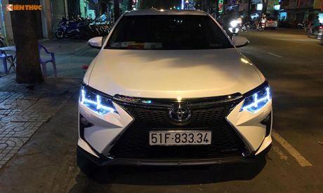 Toyota Camry 'bien hinh' Lexus gia chi 35 trieu tai VN - Anh 1