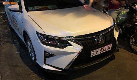 Toyota Camry 'bien hinh' Lexus gia chi 35 trieu tai VN - Anh 4