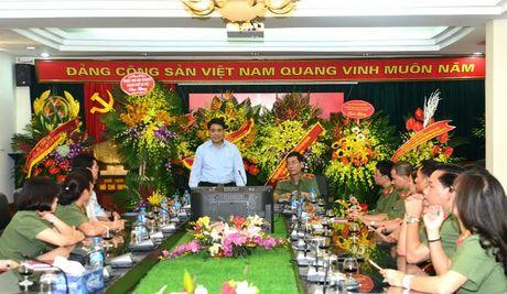 Chu tich UBND thanh pho tham, chuc mung Ban Tuyen giao Trung uong, Bao Cong an nhan dan - Anh 2