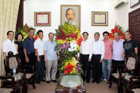 Pho Chu tich Thuong truc UBND thanh pho Nguyen Van Suu tham, chuc mung Bao Hanoimoi - Anh 1
