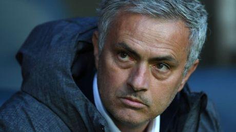 HLV Mourinho cung bi truy to toi tron thue - Anh 1