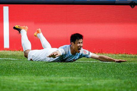 Xuan Truong ngoi ngoai xem doi nha nhay len top 3 - Anh 3