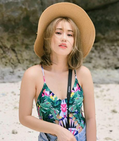 Sao Viet 20/6: Chi Pu khoe lung tran, Toc Tien ngoi dang Bambi pose - Anh 3