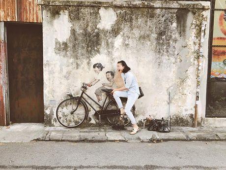 Sao Viet 20/6: Chi Pu khoe lung tran, Toc Tien ngoi dang Bambi pose - Anh 6