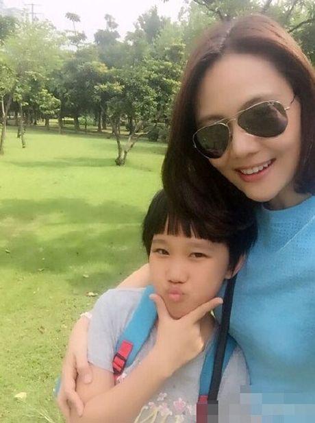 Du o do tuoi U40, 'Co gai giang ho' Lieu Hong trong 'Hoan Chau Cach Cach' van so huu than hinh boc lua - Anh 8