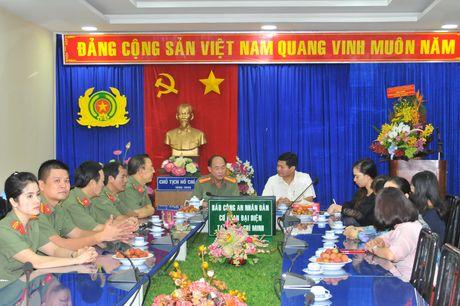 Lanh dao TP Ho Chi Minh tham, chuc mung Bao CAND - Anh 2