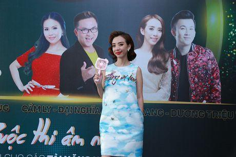 """Cam Ly khong khoe, Minh Tuyet bat ngo ngoi """"ghe nong"""" thay chi gai - Anh 10"""