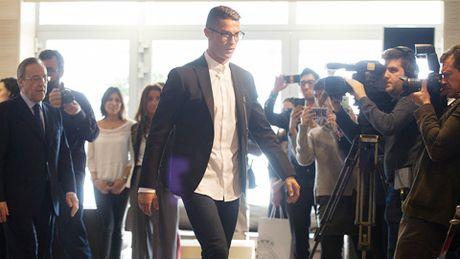 Ronaldo dang tim moi cach de tro lai M.U - Anh 1