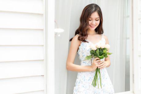 A hau Thuy Dung dien vay maxi, khoe lung tran goi cam - Anh 11