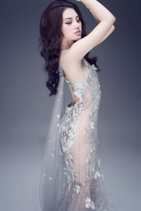 Hoa hau Jolie Nguyen vo cung goi cam voi vay 12.000USD - Anh 3