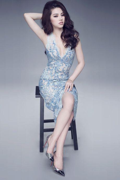 Hoa hau Jolie Nguyen vo cung goi cam voi vay 12.000USD - Anh 5