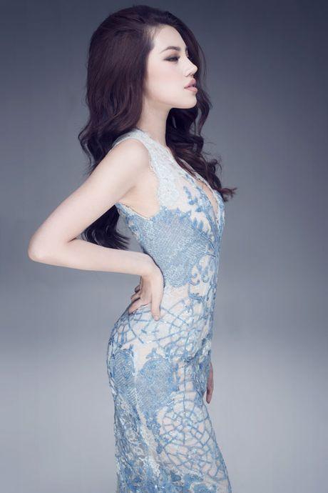 Hoa hau Jolie Nguyen vo cung goi cam voi vay 12.000USD - Anh 6