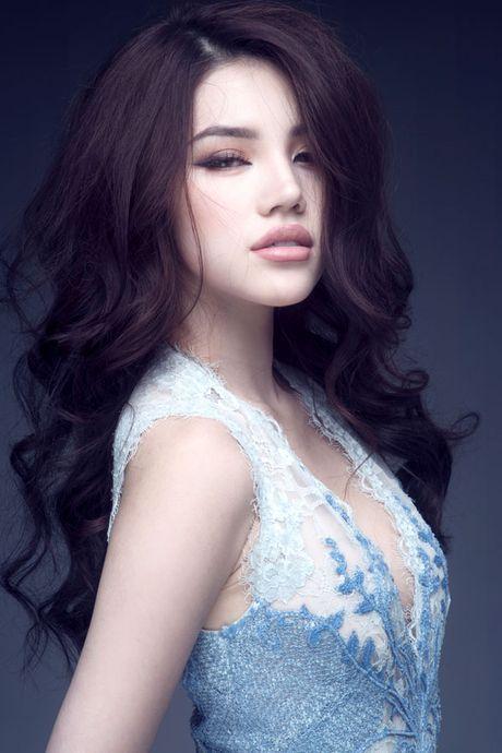 Hoa hau Jolie Nguyen vo cung goi cam voi vay 12.000USD - Anh 8