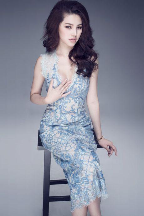Hoa hau Jolie Nguyen vo cung goi cam voi vay 12.000USD - Anh 9