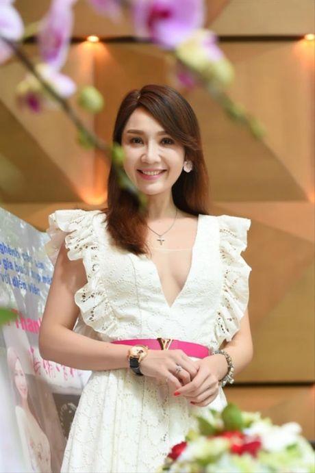 Hellen Thanh Dao lo nhan sac that xuong doc tram trong, phu nhan chuyen bi tay chay o Dai Loan - Anh 3