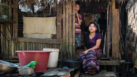 Canh khon cung cua nhung nguoi vay nang lai o Myanmar - Anh 2