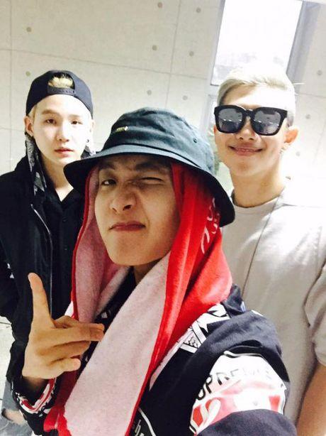 BTS xung dang 'khong phai dang vua dau' voi bo suu tap thoi trang trieu do - Anh 3