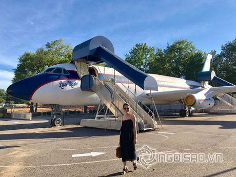 Thanh Thao kham pha ben trong may bay rieng cua ca si noi tieng Elvis Presley - Anh 2