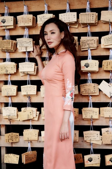 Ho Quynh Huong mac ao dai, mang non la tai ngoi den lon nhat Tokyo - Anh 11