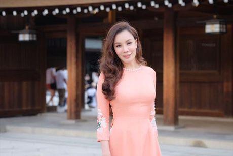 Ho Quynh Huong mac ao dai, mang non la tai ngoi den lon nhat Tokyo - Anh 1