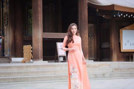 Ho Quynh Huong mac ao dai, mang non la tai ngoi den lon nhat Tokyo - Anh 2