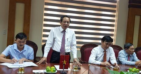 Bi thu Tinh uy Quang Binh tiep Doan can bo Lien hiep Cong doan tinh Kham Muon - Anh 2