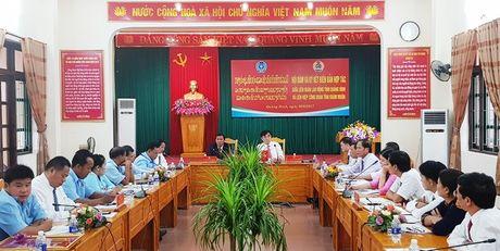 LDLD tinh Quang Binh va Lien hiep cong doan tinh Kham Muon ky ket hop tac - Anh 1